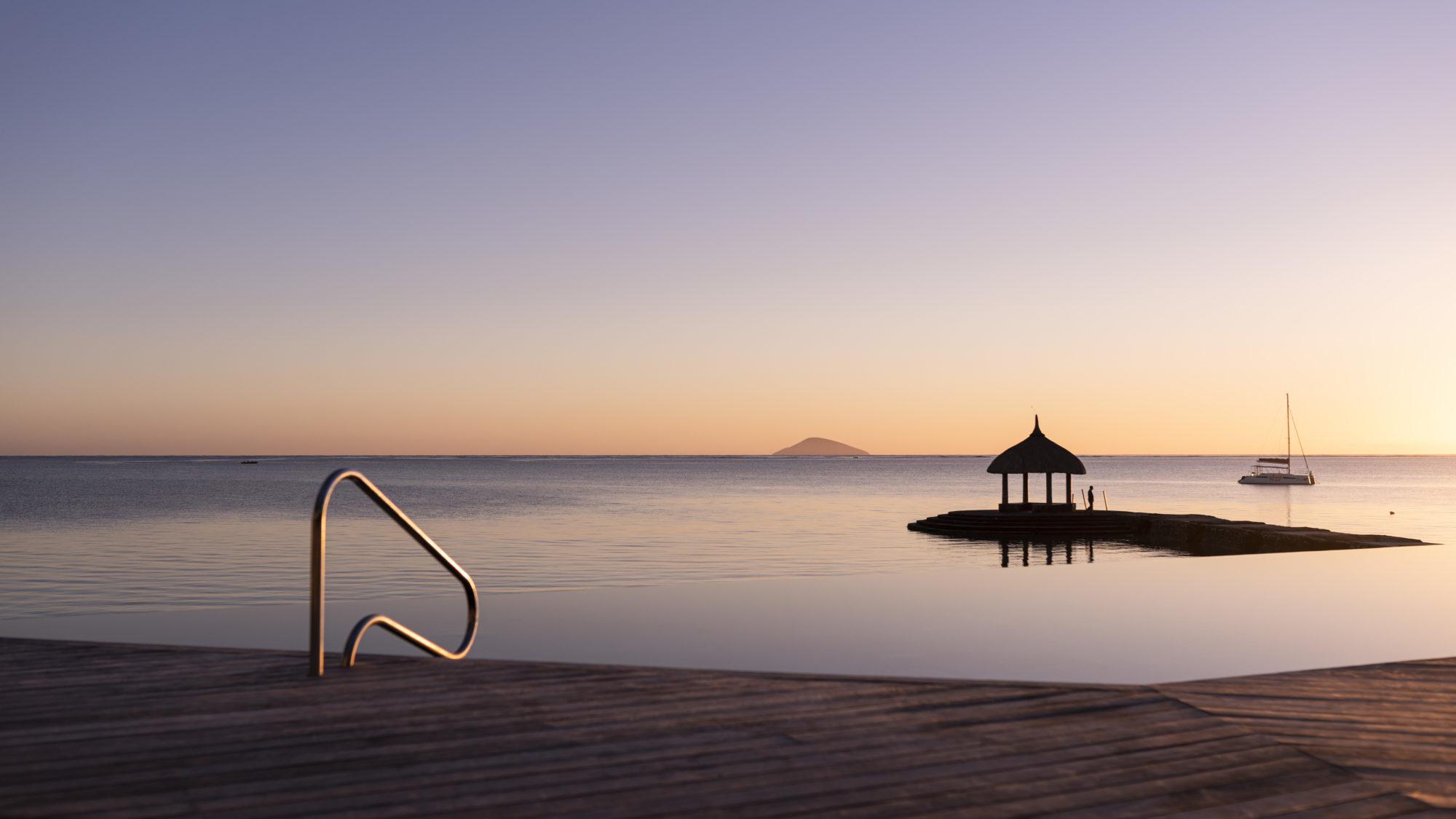 oucher de soleil sur l'océan indien l'île Maurice