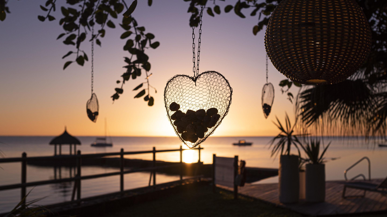 Coucher de soleil sur l'océan indien a l'île Maurice avec un cœur
