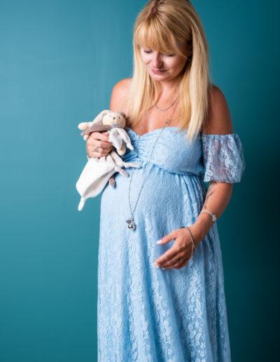 Séance photo grossesse d'une femme enceinte